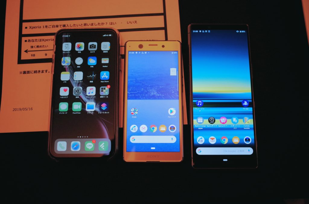 左からiPhone XR、新発売のXperia Ace、同じく新発売のXperia 1